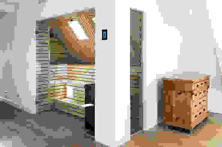 Sauna im 100 qm großen Wellnessbereich | KOERNER Saunamanufaktur von KOERNER SAUNABAU GMBH Modern