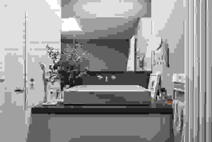 15oo1 Baños de estilo minimalista de puntodefuga ESTUDIO Minimalista