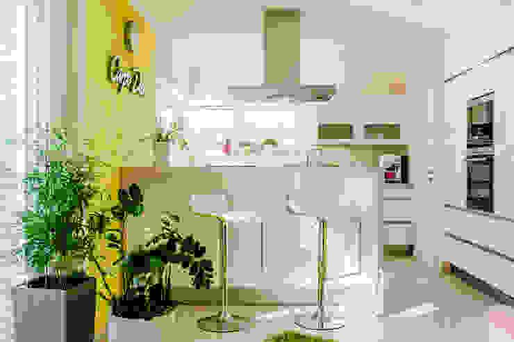 Moderne Kochinsel mit Theke von T-raumKONZEPT - Interior Design im Raum Nürnberg Modern