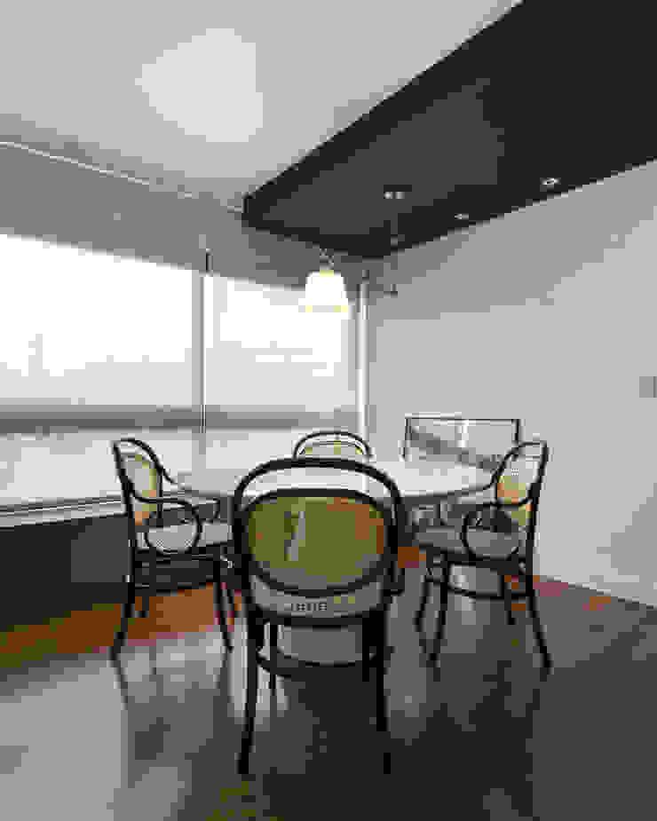 Johnny Thomsen Arquitetura e Design Minimalist dining room