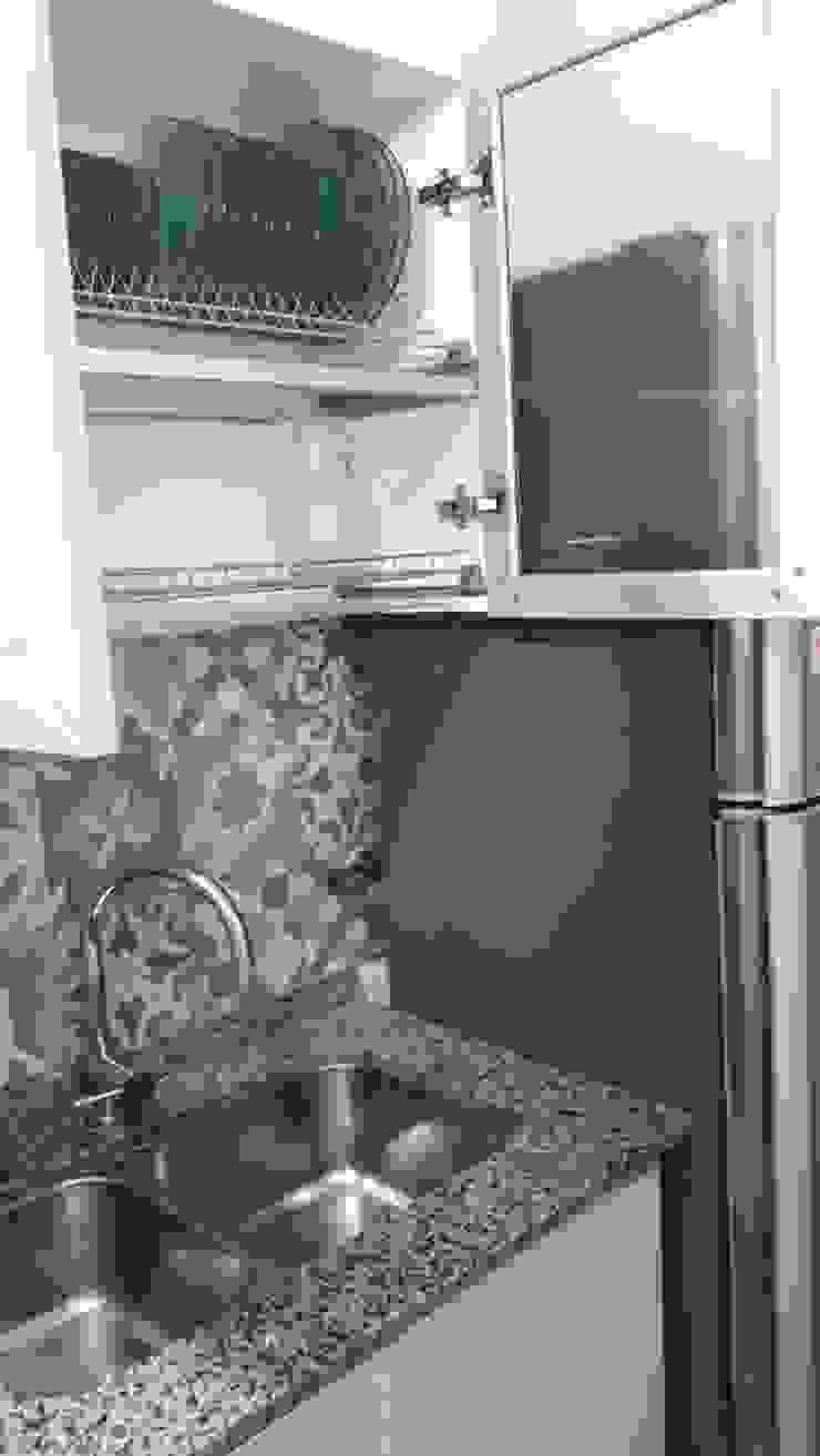 Cocina - Instalación de alacenas Sofía Lopez Arquitecta Cocinas de estilo moderno