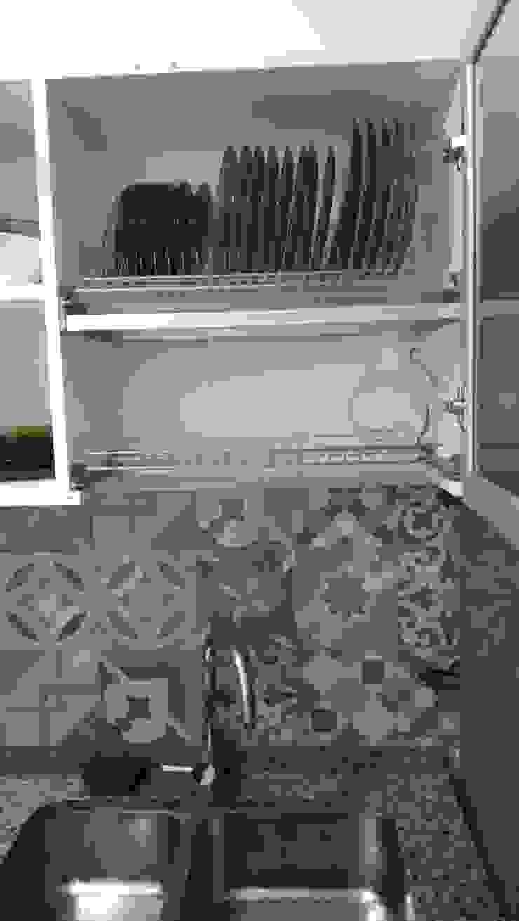 Cocina - Cambio de azulejos y alacena para platos Sofía Lopez Arquitecta Cocinas de estilo moderno