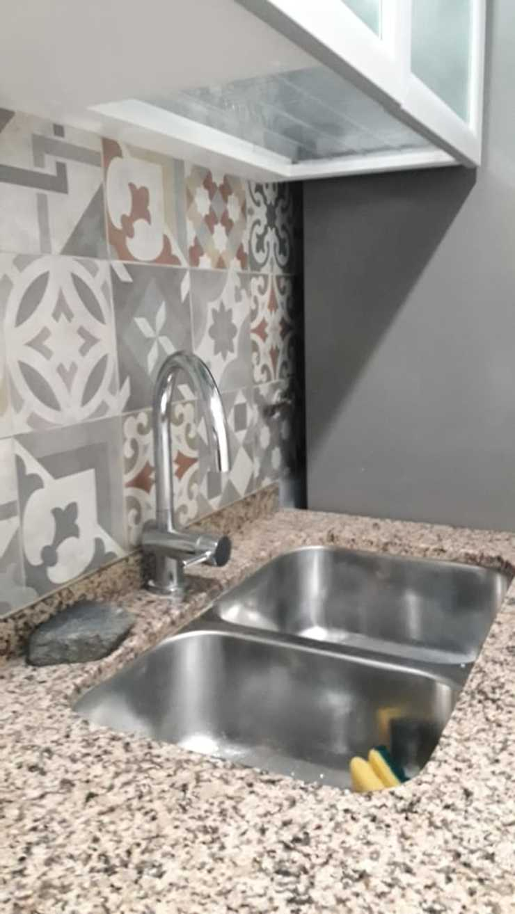 Reforma de cocina - Grifería Sofía Lopez Arquitecta Cocinas de estilo moderno