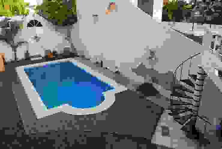 Casa AGC: Piletas de jardín de estilo  por Luis Barberis Arquitectos,Moderno