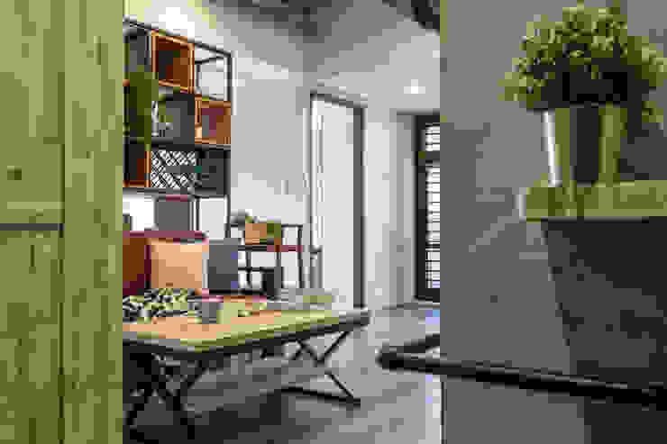自我的個性表答不受約束的心靈-公園1號 富亞室內裝修設計工程有限公司 客廳 強化水泥 Grey