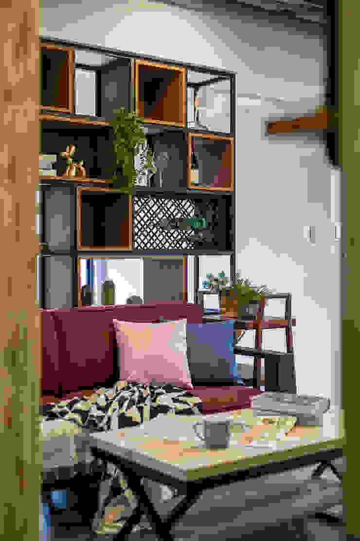 自我的個性表答不受約束的心靈-公園1號 富亞室內裝修設計工程有限公司 客廳 實木 Green