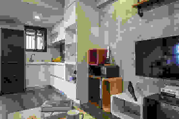 自我的個性表答不受約束的心靈-公園1號 富亞室內裝修設計工程有限公司 牆面 強化水泥 Grey