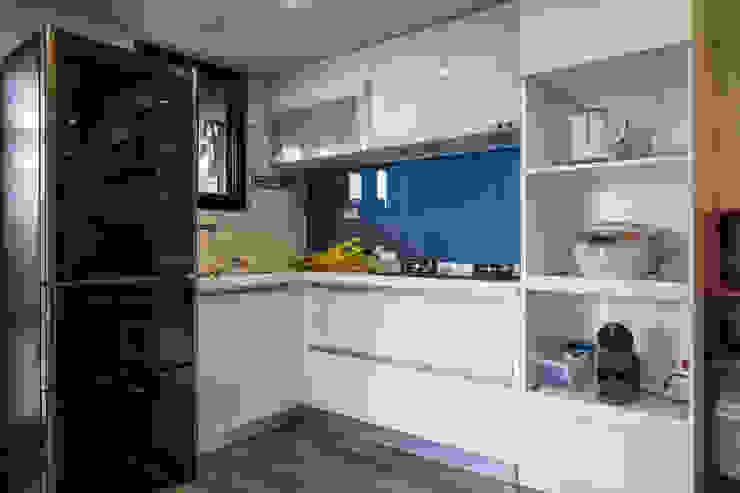 自我的個性表答不受約束的心靈-公園1號 富亞室內裝修設計工程有限公司 小廚房 玻璃 Blue