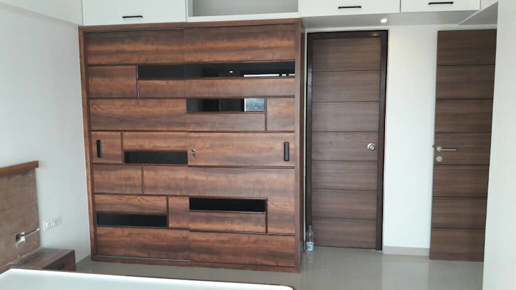 GLASS AND PLYWOOD SLIDING WARDROBE :  Bedroom by decormyplace,Asian Glass