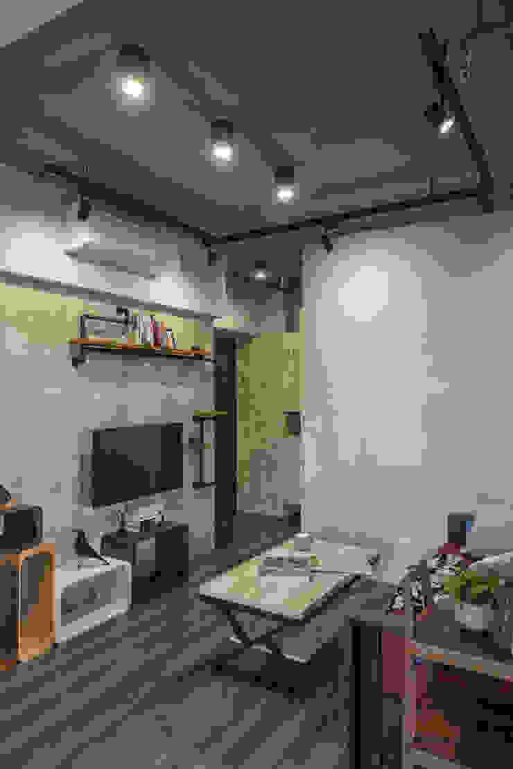 自我的個性表答不受約束的心靈-公園1號 富亞室內裝修設計工程有限公司 客廳 水泥 Grey