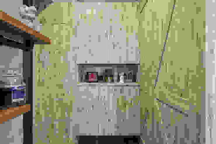 自我的個性表答不受約束的心靈-公園1號 富亞室內裝修設計工程有限公司 工業風的玄關、走廊與階梯 實木 Beige