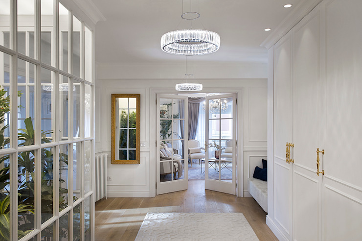Classic style corridor, hallway and stairs by Egue y Seta Classic
