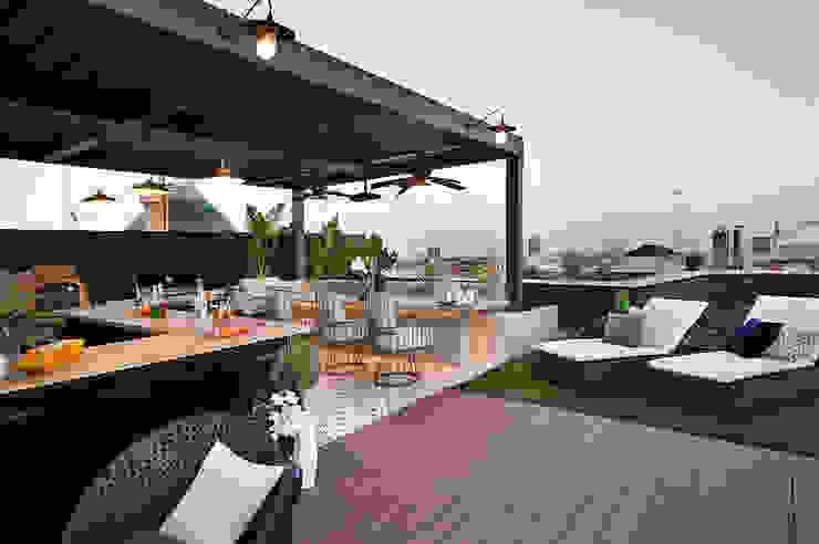 Ático Principal Egue y Seta Balcones y terrazas de estilo clásico