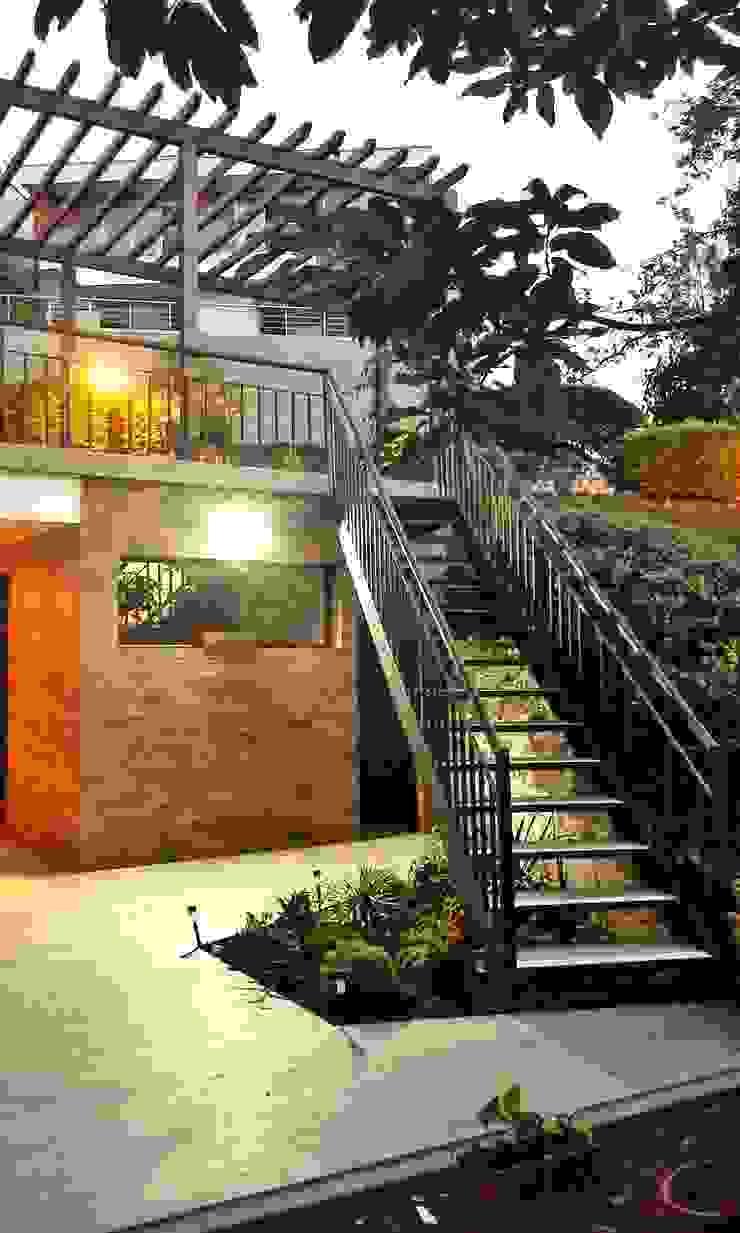 CONEXIÓN DE JARDINES de BICHO arquitectura Industrial Hierro/Acero