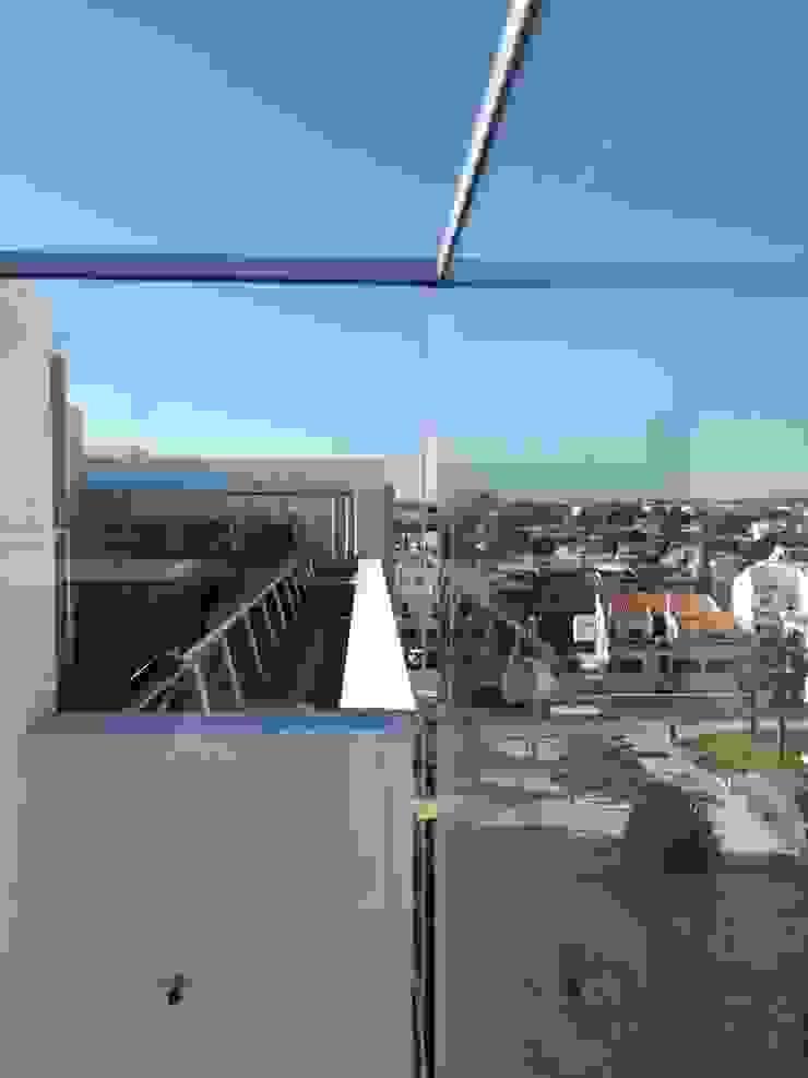 Modern Terrace by SAM'S - Soluções em alumínio e PVC Modern