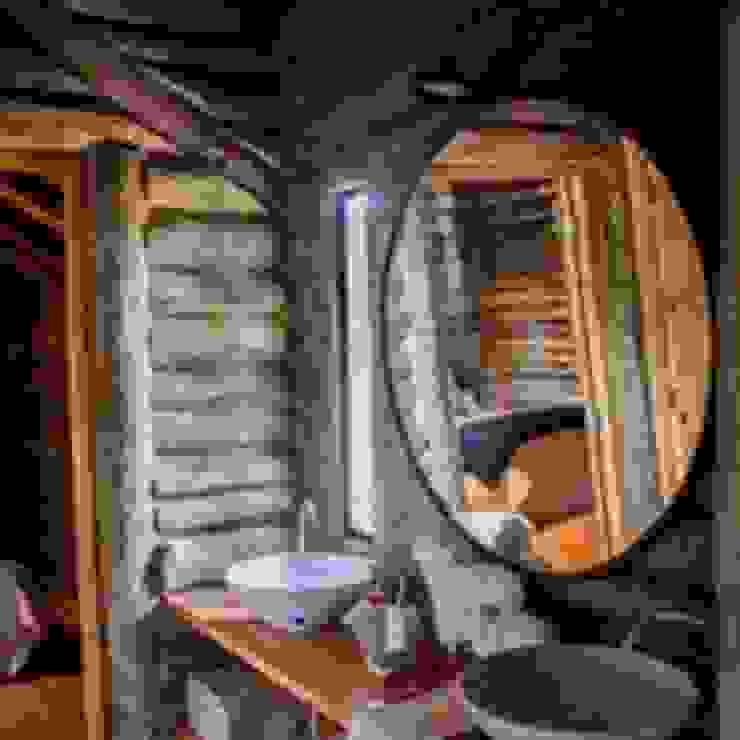 Construcciones de cabañas en tronco Oficinas y comercios de estilo rústico de Constructora Belaver Rústico