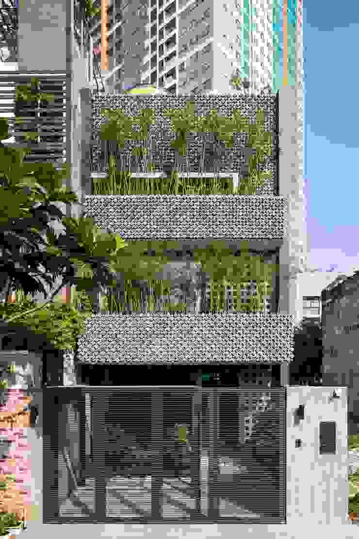 Sức Sống Tràn Đầy Với Thiết Kế Nhà 3 Tầng Phá Cách Ở Sài Gòn bởi Công ty Thiết Kế Xây Dựng Song Phát Hiện đại