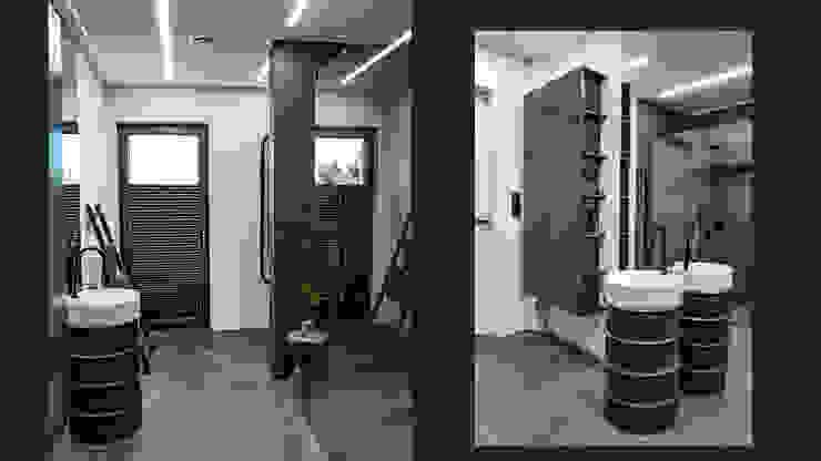 Unikalne meble łazienkowe – wisząca szafka, postument dla umywalki oraz drabinka na ręczniki Nowoczesna łazienka od SZARA / studio Nowoczesny Ceramiczny