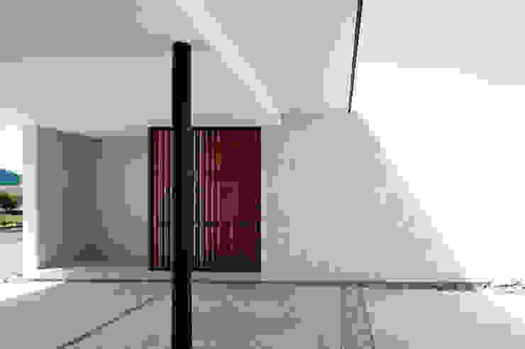kisetsu Modern Corridor, Hallway and Staircase White