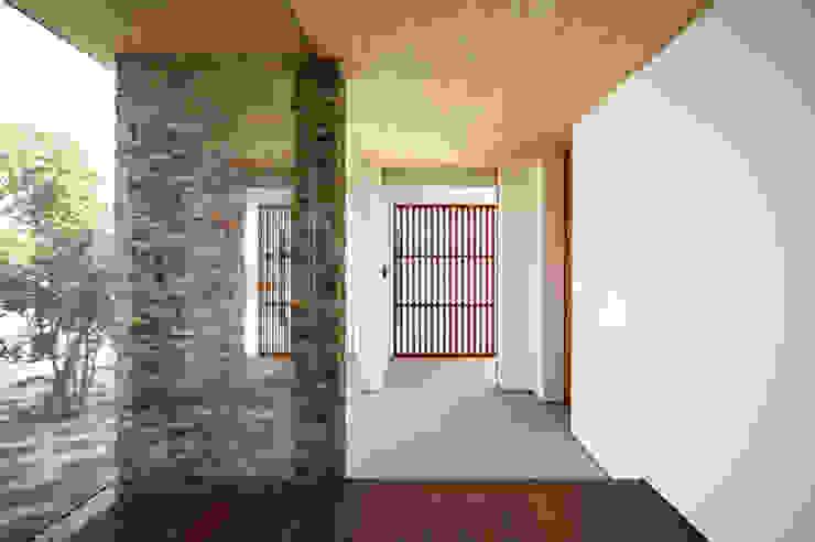 kisetsu Modern Corridor, Hallway and Staircase