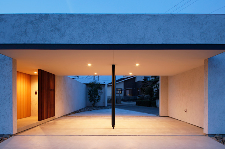 Modern Garage and Shed by kisetsu Modern