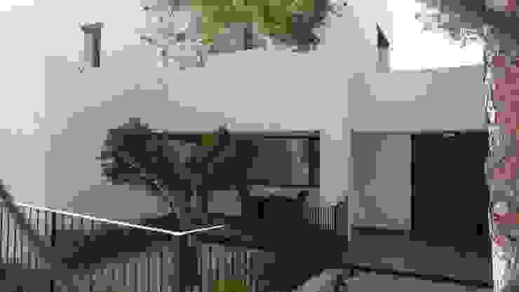 Projekty,  Dom jednorodzinny zaprojektowane przez Estudio1403, COOP.V. Arquitectos en Valencia, Nowoczesny