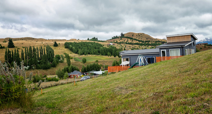 Fachada Oriente de casa rural - Arquitectos en Coyhaique Rural Derivados de madera Transparente