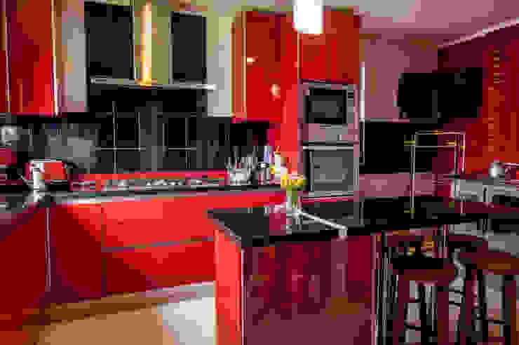 Interior cocina Cocinas de estilo moderno de casa rural - Arquitectos en Coyhaique Moderno Cerámico