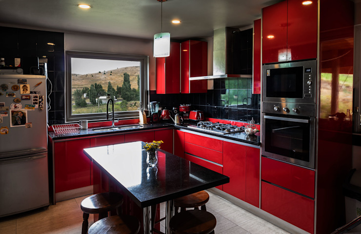 Interior cocina 2 de casa rural - Arquitectos en Coyhaique Rural Derivados de madera Transparente