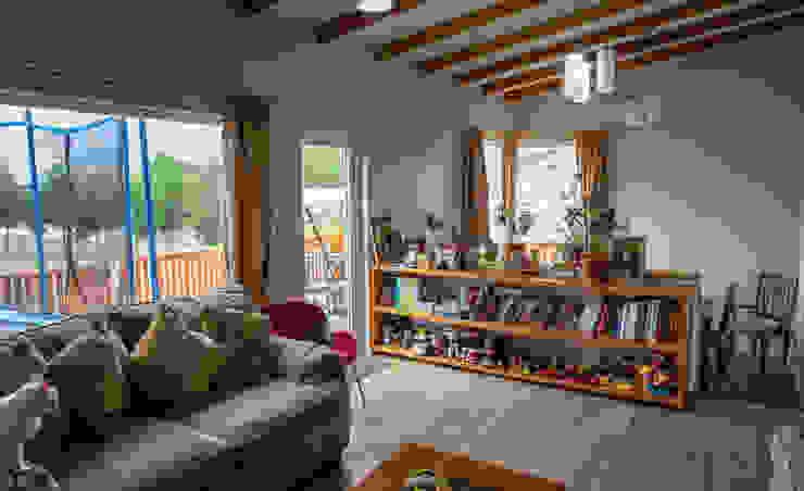 El Living Livings de estilo de casa rural - Arquitectos en Coyhaique Rural Derivados de madera Transparente