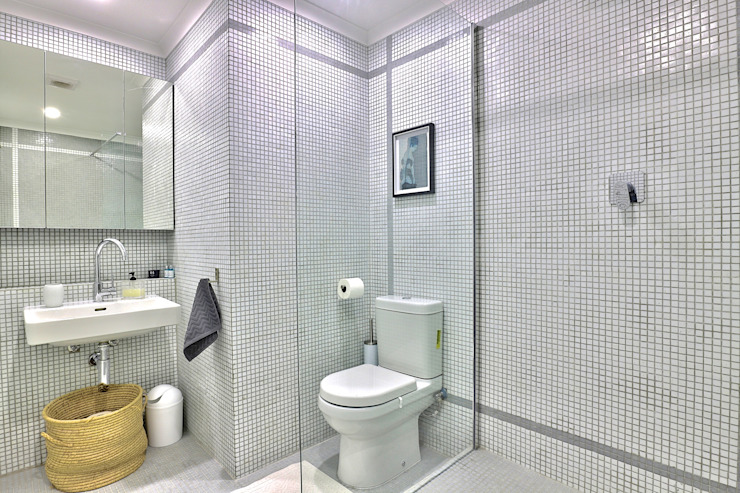 Perspectives City Views Modern bathroom by Studio Do Cabo Modern