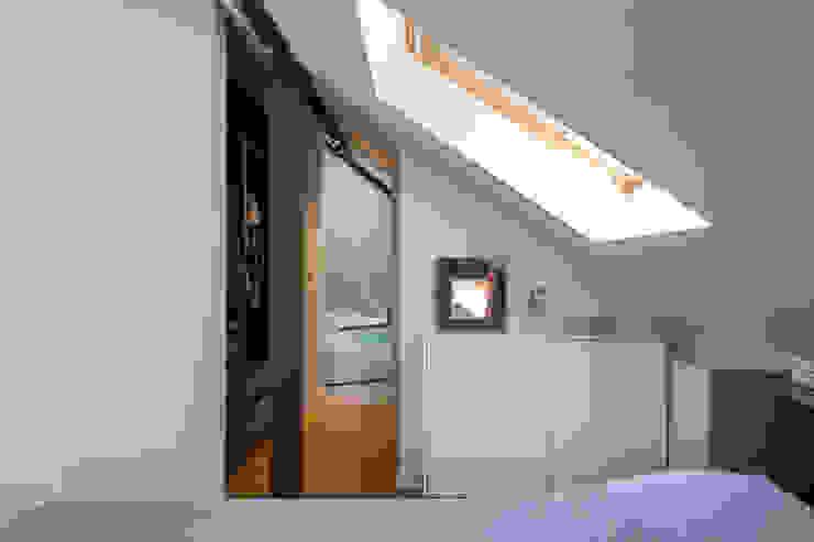 Ruang Ganti Modern Oleh Fables de murs Modern Chipboard