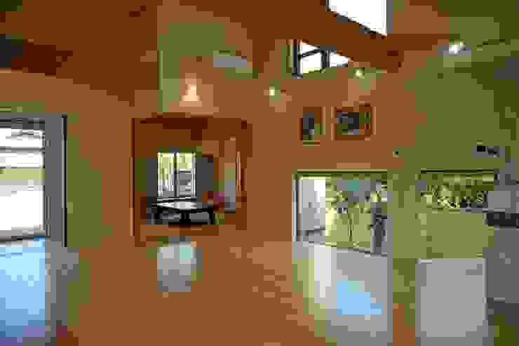 ~深い軒の外部空間を楽しむ『平屋の大屋根の美しい家』 の 西薗守 住空間設計室