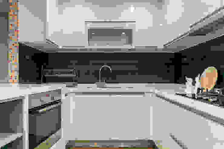 懷舊復古風-看見不一樣的風格與靈魂-全坤峰華 現代廚房設計點子、靈感&圖片 根據 富亞室內裝修設計工程有限公司 現代風 MDF