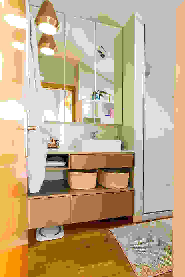 Ванная комната в стиле модерн от SHI Studio, Sheila Moura Azevedo Interior Design Модерн