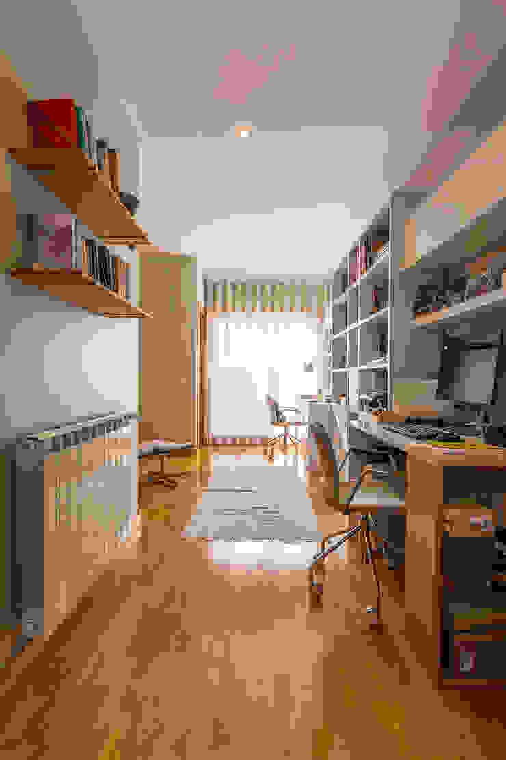 Рабочий кабинет в стиле модерн от SHI Studio, Sheila Moura Azevedo Interior Design Модерн