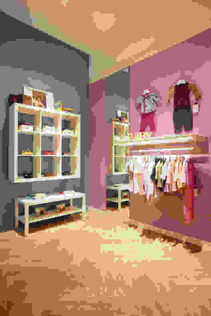 아동복 편집매장 일치엘로 스칸디나비아 드레싱 룸 by 그리다아이디 북유럽