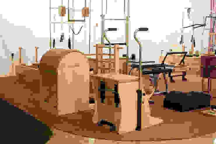 Modern Gym by 캐러멜라운지 Modern