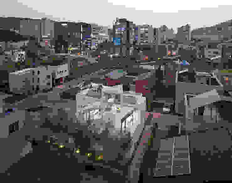 조감사진: 건축연구소.유토 UTOlabs의  일세대용 주택,모던 콘크리트