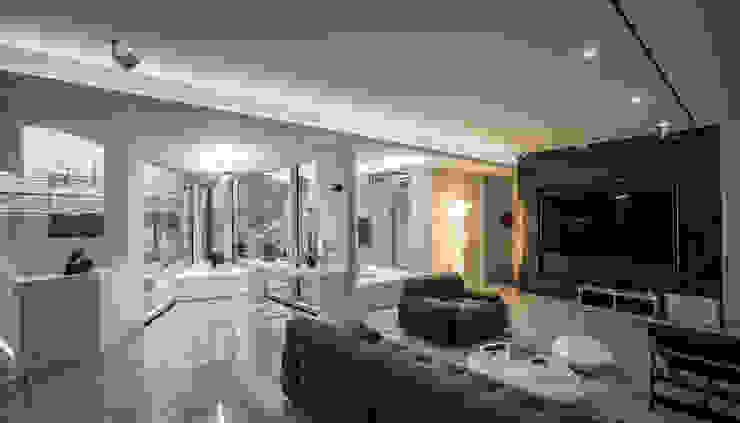 Modern Living Room by 건축연구소.유토 UTOlabs Modern Marble