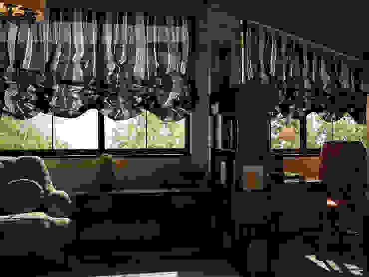 Irina Yakushina Ruang Studi/Kantor Gaya Rustic Kayu Beige