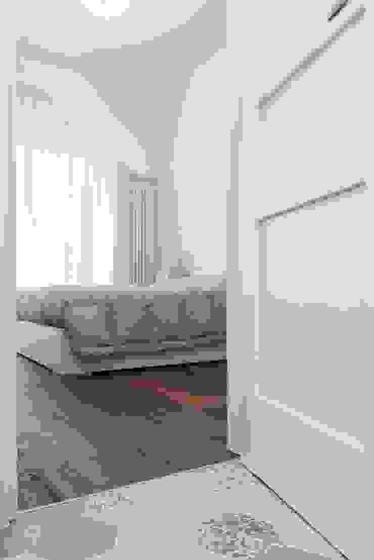 Parquet in camera Camera da letto moderna di Orsolini Moderno Legno Effetto legno
