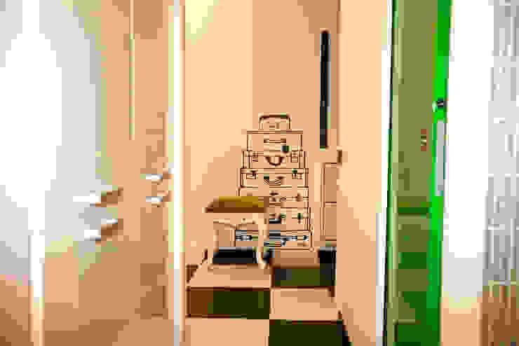 Couloir, entrée, escaliers originaux par Irina Yakushina Éclectique