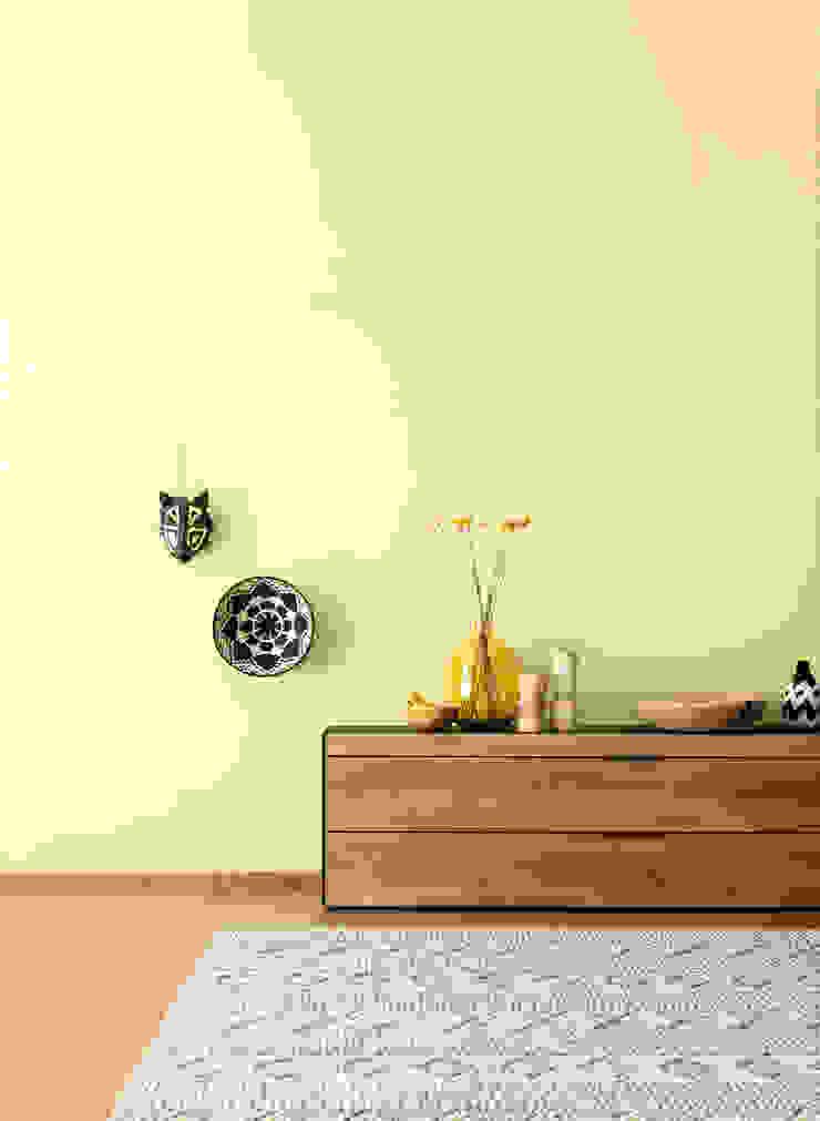 SCHÖNER WOHNEN-FARBE Ruang Keluarga Modern Yellow