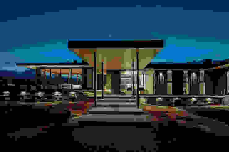Modern houses by Trevor McIvor Architect Inc Modern