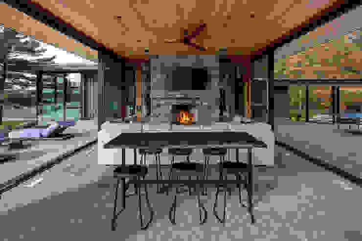 Modern living room by Trevor McIvor Architect Inc Modern