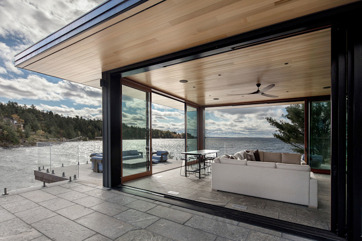 Modern balcony, veranda & terrace by Trevor McIvor Architect Inc Modern