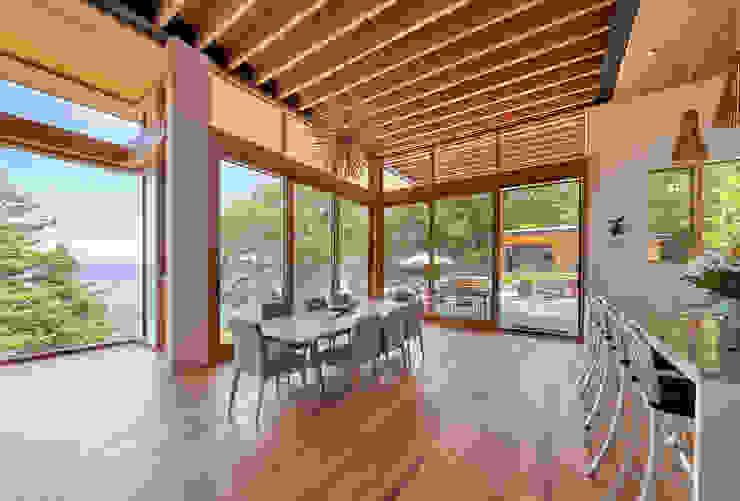 Modern dining room by Trevor McIvor Architect Inc Modern