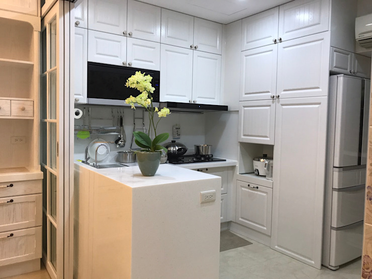 櫻花廚藝生活館中央店設計-開放式白色溫馨北歐風廚具(廚房部分) 根據 櫻花廚藝生活館中央店 北歐風 塑木複合材料