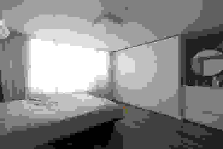이촌코오롱 32평 모던스타일 침실 by 카멜레온디자인 모던